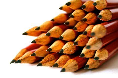 Det gammelmodiga sättet att skriva var med penna och papper. Nuförtiden förmedlar vi våra tankar på olika bloggar.