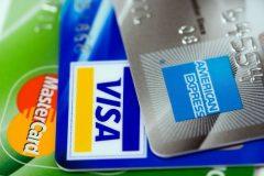 Tre vanliga kreditkort i Sverige: MasterCard, VISA och American Express