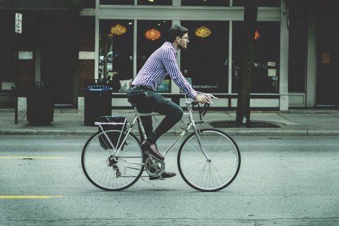 Att cykla till jobbet gör att du börjar leva sundare samtidigt som du börjar spara pengar