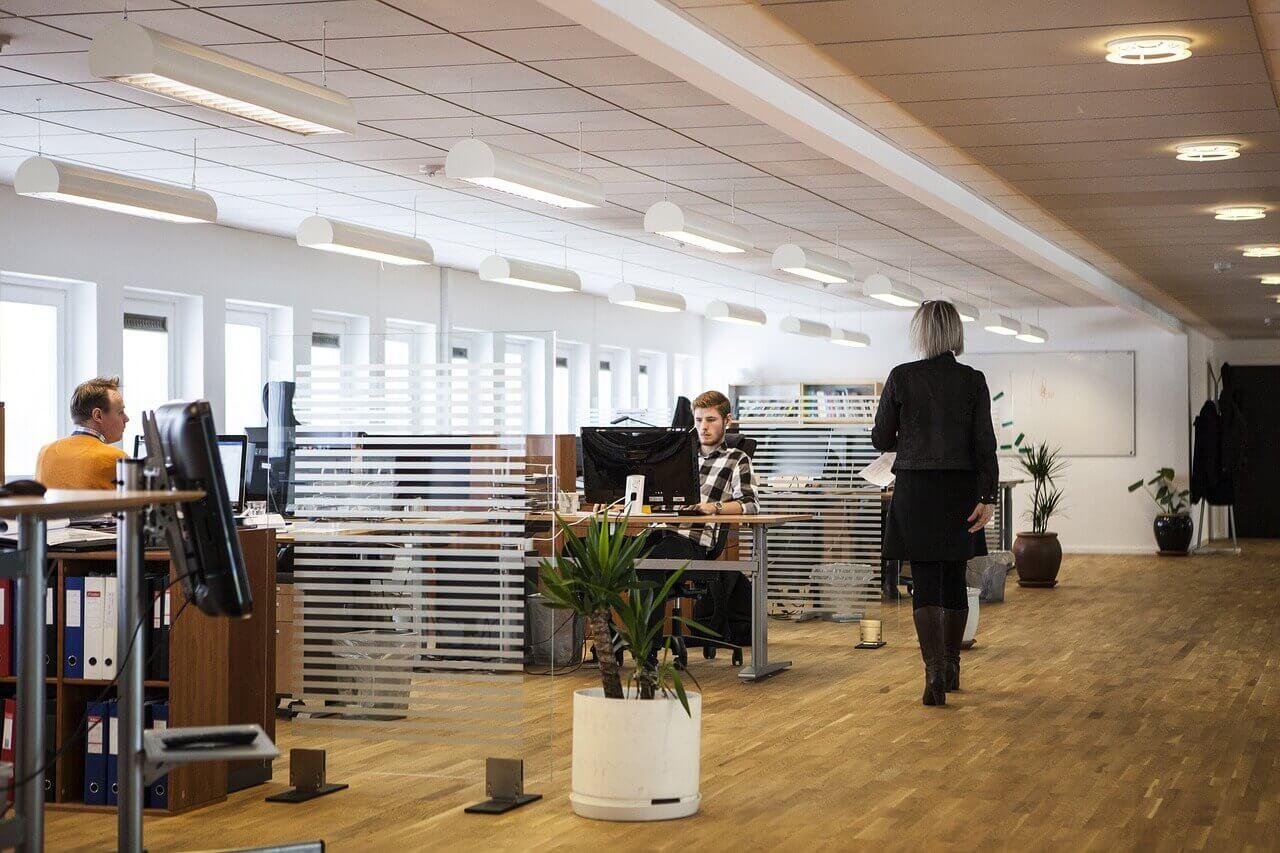 Nu blir flexkontoret allt mer vanligt. Flexkontor är kontor där de anställda inte har en egen plats utan får ta sig en plats efter behov.