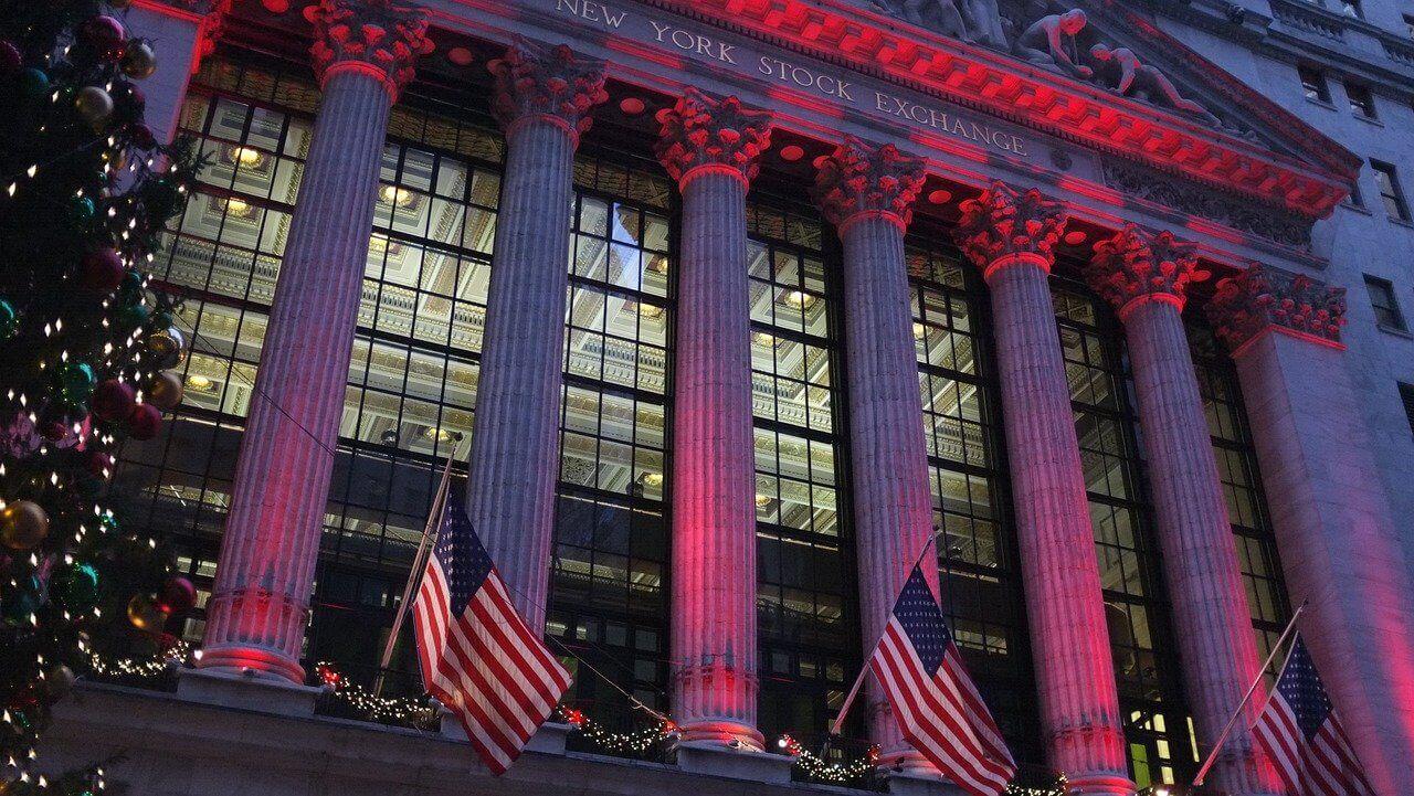 Många tänker bara på aktier när de hör ordet fonder, men det finns många andra sorters fonder.